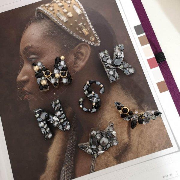 Sagė Raidelė su Swarovski kristalais Metallic