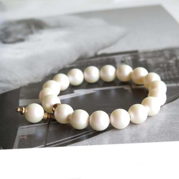 Baltų Perlų Apyrankė
